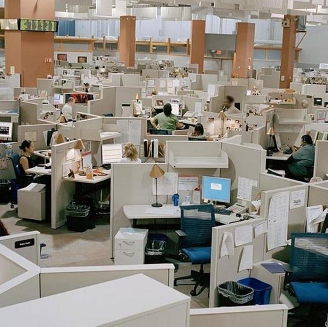 """Conta """"Office vibes"""" no Instagram celebra arquitetura dos ecritórios dos anos 1980 e 1990"""