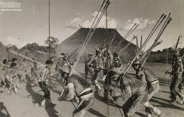 Cerimônia indígena na década de 1960, no Parque Indígena do Xingu