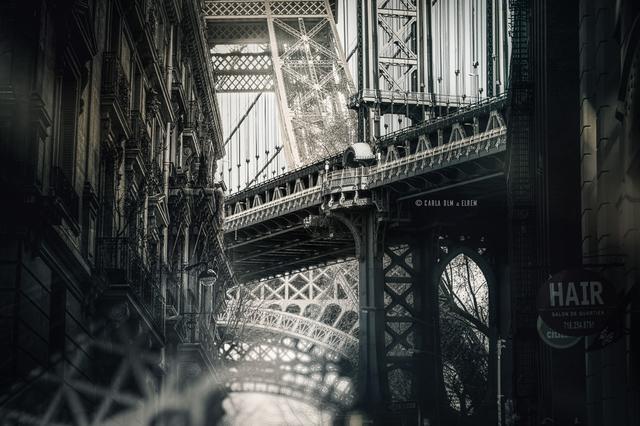 Torre Eiffel (Paris) e Ponte de Manhattan (Nova York)
